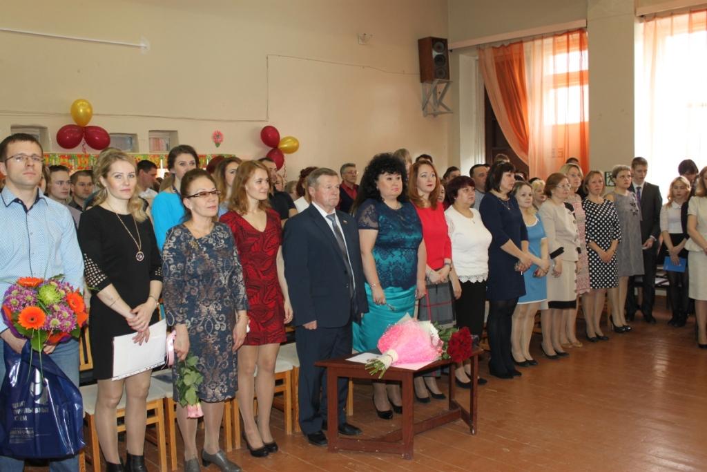 Владимир Мелехин поздравил ягринских выпускников
