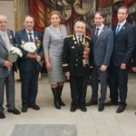 Ветеранам войны вручают медали к 75-летию Победы