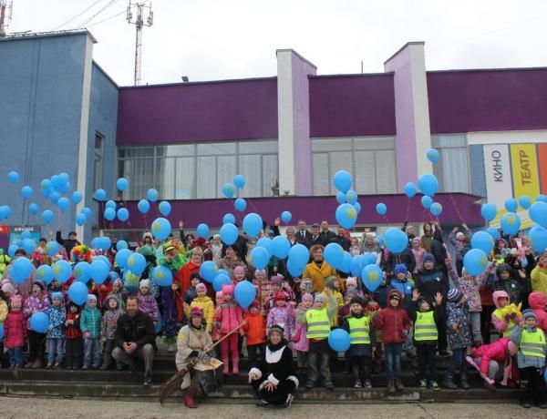 Праздник детства у Дворца Молодежи