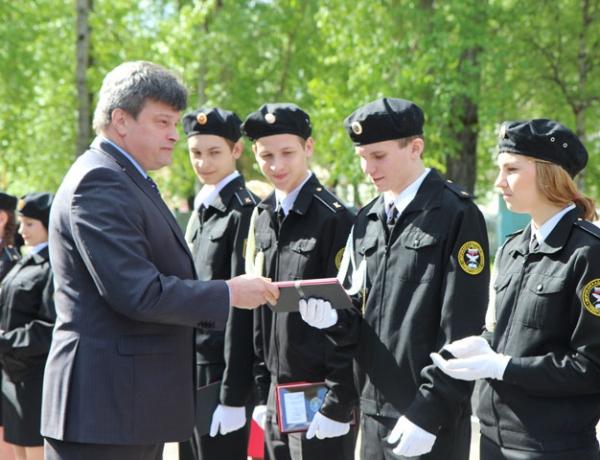 Выпускникам морской кадетской школы имени адмирала П.Г. Котова впервые вручены памятные нагрудные знаки