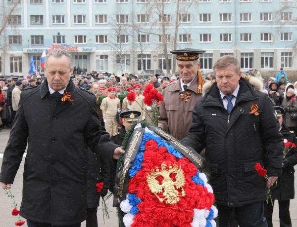 В Северодвинске возложили цветы к воинским мемориалам