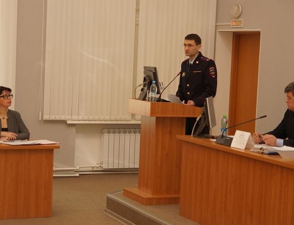 Депутаты заслушали отчет полиции о работе за 2016 год