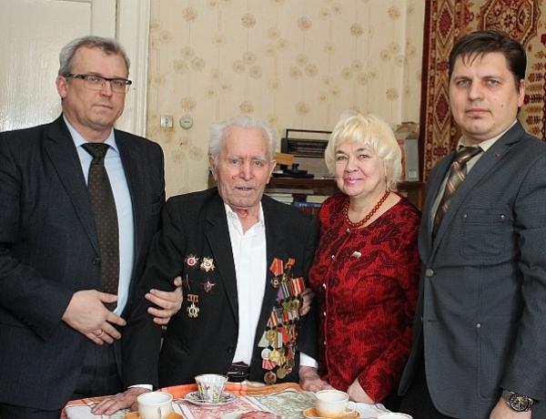 Михаилу Платоновичу Кочневу вручили медаль «70 лет Победы»