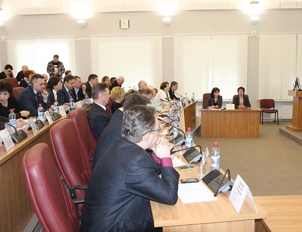Депутаты областного Собрания впервые выступили с отчетами на сессии городского Совета
