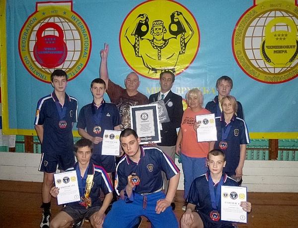 12 медалей завоевали спортсмены школы № 16 на соревнованиях по гиревому спорту